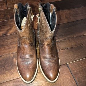 Ariat Shoes - Women's size 7 ariat low cow girl western boots